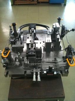 Hydraulic jig